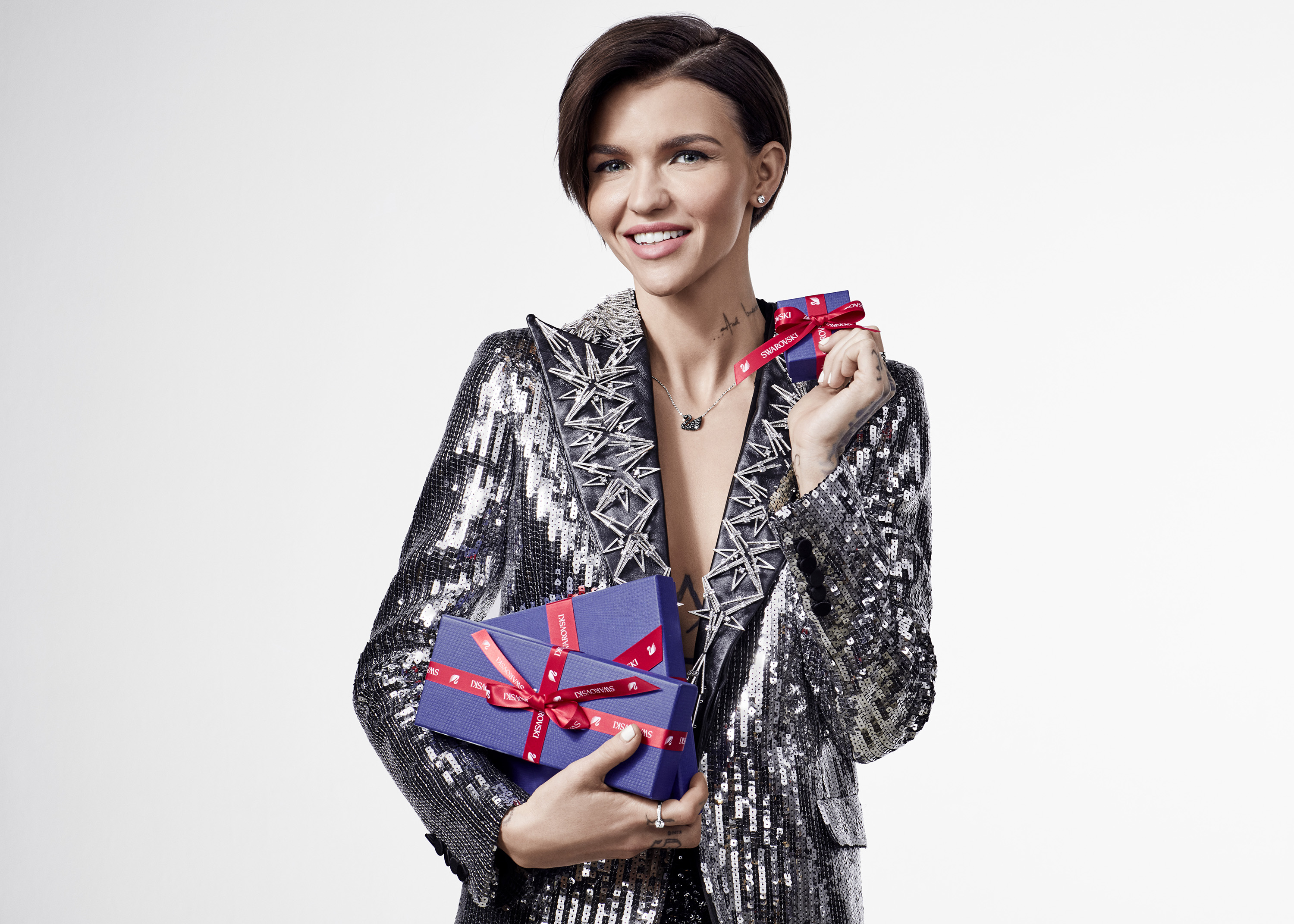 HOLIDAY BLUE BOX RUBY ROSE 2