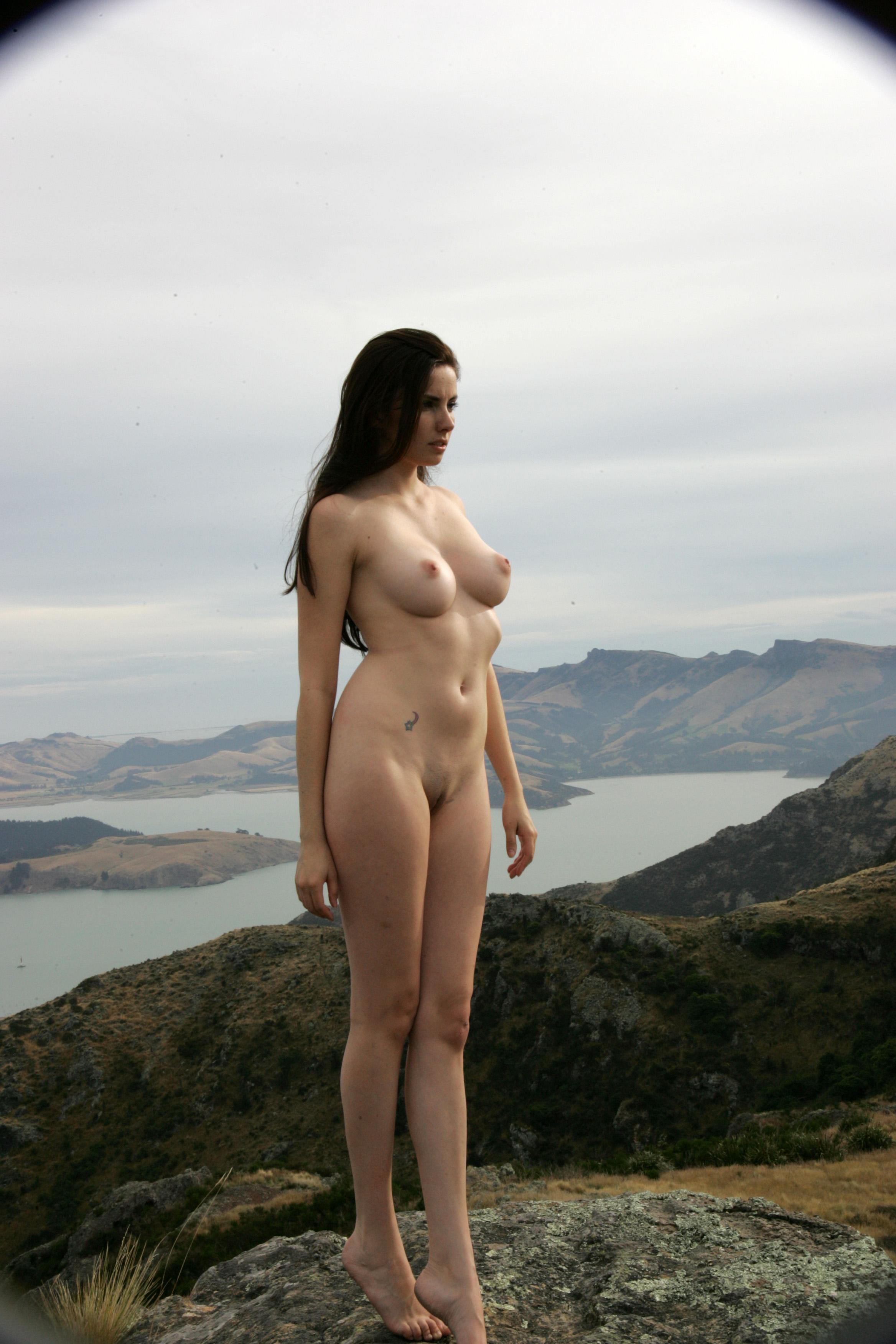 Nude Views 9